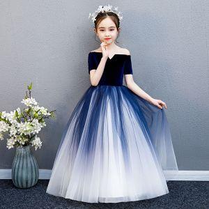 Elegante Marineblau Farbverlauf Wildleder Blumenmädchenkleider 2019 Ballkleid Off Shoulder Kurze Ärmel Lange Rüschen Rückenfreies Kleider Für Hochzeit