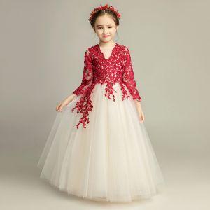 Elegante Champagner Blumenmädchenkleider 2019 A Linie Rundhalsausschnitt 3/4 Ärmel Burgunderrot Applikationen Spitze Lange Rüschen Kleider Für Hochzeit