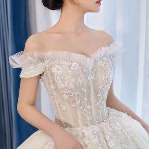 Schöne Champagner Brautkleider / Hochzeitskleider 2019 Ballkleid Off Shoulder Kurze Ärmel Rückenfreies Glanz Tülle Applikationen Spitze Perlenstickerei Perle Kapelle-Schleppe Rüschen