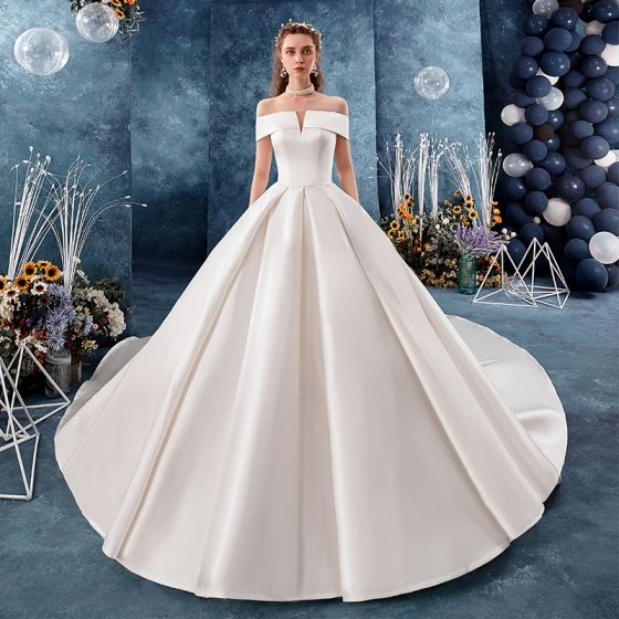 Modest / Simple Ivory Satin Wedding Dresses 2019 A-Line / Princess Off-The-Shoulder Short Sleeve Backless Royal Train