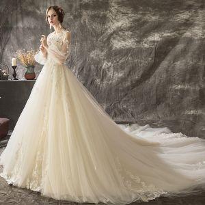 Charmant Champagner Brautkleider 2018 A Linie Mit Spitze Blumen Applikationen Perle Rundhalsausschnitt Lange Ärmel Rückenfreies Kathedrale Schleppe Hochzeit