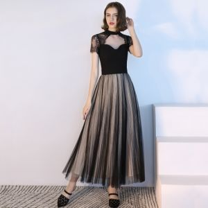 Mode Schwarz Abendkleider 2018 A Linie Unique Rundhalsausschnitt Ärmellos Knöchellänge Rüschen Rückenfreies Festliche Kleider