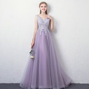 Charming Lavender Evening Dresses  2018 A-Line / Princess V-Neck Sleeveless Appliques Lace Rhinestone Floor-Length / Long Ruffle Backless Formal Dresses