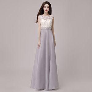 Erschwinglich Silber Durchbohrt Abendkleider 2018 A Linie Rundhalsausschnitt Ärmellos Perle Strass Stoffgürtel Lange Festliche Kleider