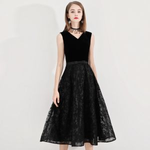 Modest / Simple Homecoming Little Black Dress 2020 A-Line / Princess V-Neck Star Lace Bow Sleeveless Backless Tea-length Graduation Dresses