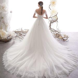 Elegante Ivory / Creme Brautkleider / Hochzeitskleider 2019 A Linie Off Shoulder Kurze Ärmel Rückenfreies Glanz Tülle Hof-Schleppe Rüschen