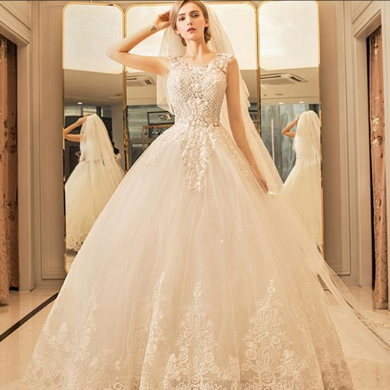 Chic / Beautiful Sparkly Wedding Dresses 2017 Scoop Neck Sleeveless Church Ivory Ball Gown Lace Appliques Crystal Rhinestone Floor-Length / Long