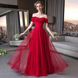 Elegant Burgundy Lace Evening Dresses  2018 A-Line / Princess Off-The-Shoulder Short Sleeve Beading Appliques Lace Glitter Floor-Length / Long Ruffle Backless Formal Dresses
