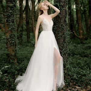 White Outdoor / Garden Light Wedding Dresses 2020 A-Line / Princess Spaghetti Straps Sleeveless Backless Spotted Tulle Appliques Lace Split Front Sweep Train Ruffle