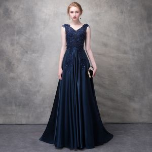 Classic Navy Blue Evening Dresses  2017 A-Line / Princess Lace Flower Artificial Flowers Sequins V-Neck Backless Sleeveless Sweep Train Formal Dresses