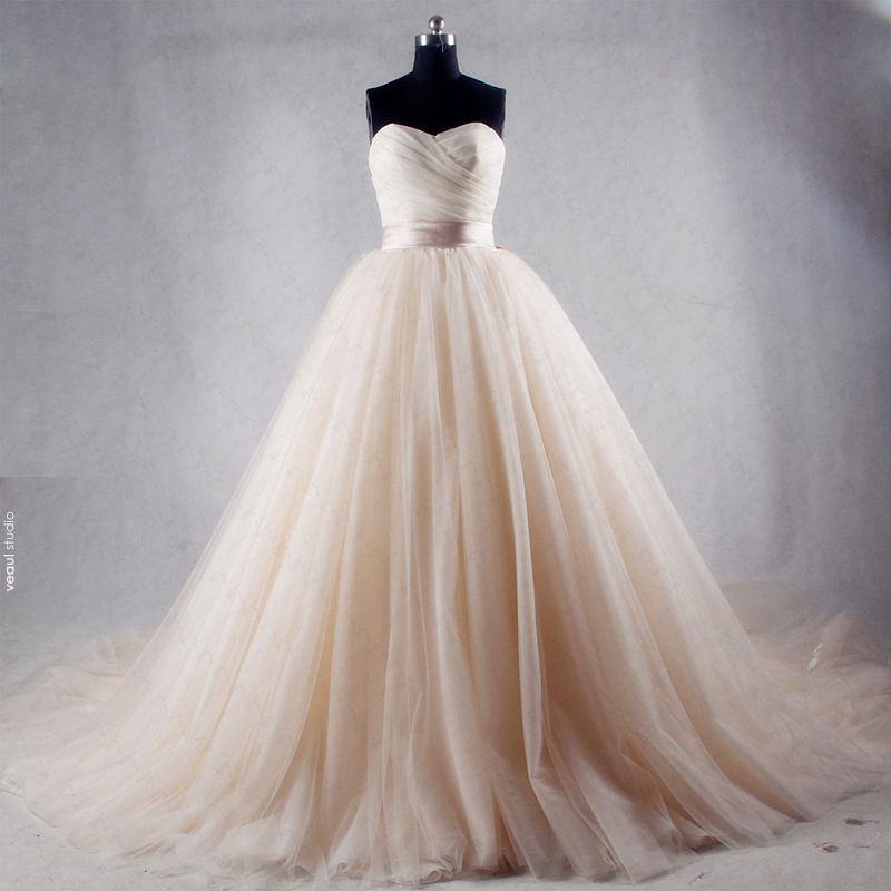Modest / Simple Champagne Chapel Train Wedding 2018 Tulle Ball Gown Puffy Strapless Sleeveless Wedding Dresses