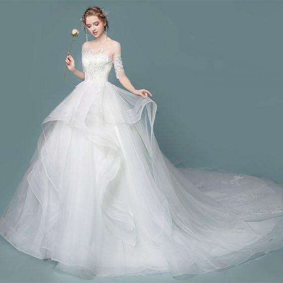 Elegante Ivory / Creme Brautkleider 2018 Ballkleid Mit Spitze Blumen Fallende Rüsche Rundhalsausschnitt 1/2 Ärmel Kathedrale Schleppe Hochzeit