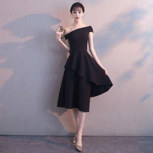 Unique Noire de retour Robe De Graduation 2018 Princesse De l'épaule Manches Courtes Asymétrique Volants Dos Nu Robe De Ceremonie