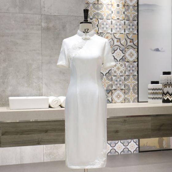 Chinesischer Stil Weiß Cheongsam 2020 Stehkragen Kurze Ärmel Applikationen Spitze Blumen Wadenlang Festliche Kleider