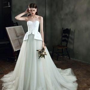Fantastiske / Unike Elfenben Bryllups Brudekjoler 2021 Prinsesse Kjæreste Uten Ermer Ryggløse Appliques Blomst Beading Feie Tog Buste