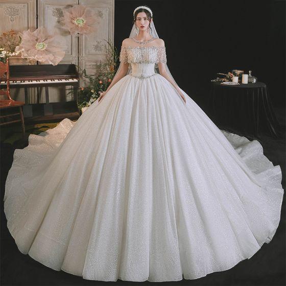 Luxus / Herrlich Sexy Weiß Brautkleider / Hochzeitskleider 2021 Ballkleid Rundhalsausschnitt Perlenstickerei Strass Kurze Ärmel Rückenfreies Königliche Schleppe Hochzeit