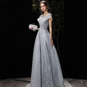Élégant Gris Robe De Soirée 2020 Princesse Encolure Dégagée Perlage Paillettes En Dentelle Fleur Manches Courtes Dos Nu Longue Robe De Ceremonie