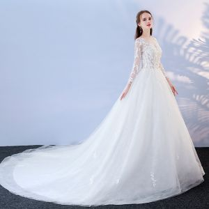 Affordable White Pierced Wedding Dresses 2017 Ball Gown Scoop Neck Long Sleeve Backless Appliques Lace Chapel Train