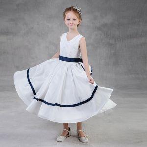 Proste / Simple Białe Sukienki Dla Dziewczynek 2018 Princessa V-Szyja Bez Rękawów Szarfa Długość Herbaty Wzburzyć Sukienki Na Wesele