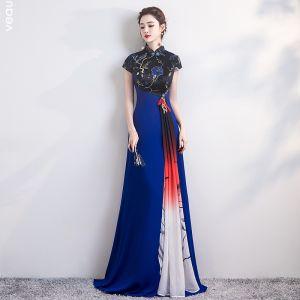 Mode Königliches Blau Cheongsam 2020 A Linie Stehkragen Kurze Ärmel Stickerei Blumen Lange Festliche Kleider