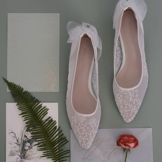 Snygga / Fina Vita Genomskinliga Brudskor 2020 Spets Blomma Rosett Läder 3 cm Stilettklackar Låg Klack Spetsiga Bröllop Pumps