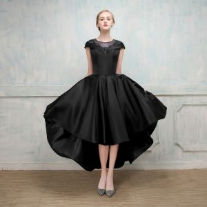 Schöne Cocktailkleider 2017 A Linie Mit Spitze Blumen Perlenstickerei Kristall Rundhalsausschnitt Ärmel Asymmetrisch Festliche Kleider