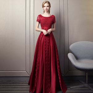 Modern / Fashion Burgundy Evening Dresses  2018 A-Line / Princess Scoop Neck Short Sleeve Appliques Lace Pearl Rhinestone Chapel Train Ruffle Backless Formal Dresses