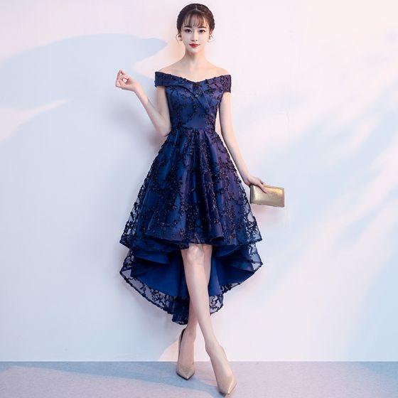 7170e3d2140e Chic / Beautiful Navy Blue Cocktail Dresses 2018 A-Line / Princess Off-The-Shoulder  Short Sleeve Appliques Lace Asymmetrical ...