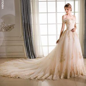 Eleganta Champagne Bröllopsklänningar 2018 Prinsessa Spets Broderade Beading Av Axeln Halterneck Korta ärm Royal Train Bröllop