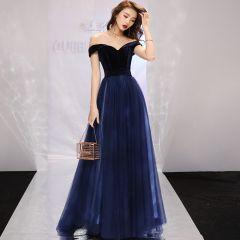 Modest / Simple Navy Blue Evening Dresses  2019 A-Line / Princess Off-The-Shoulder Suede Short Sleeve Backless Sweep Train Formal Dresses