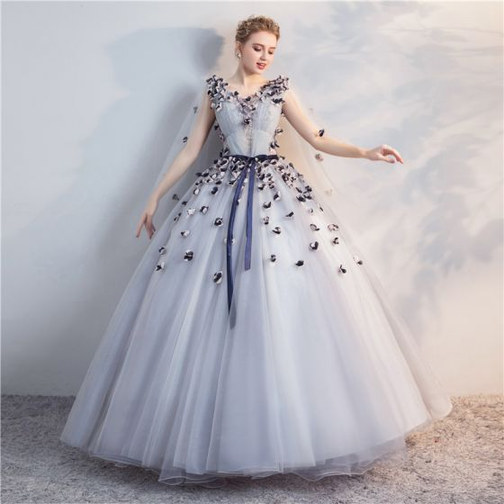 Chic Beautiful Grey Quinceañera Prom Dresses 2018 Ball Gown Lace Appliques Bow V Neck Backless Sleeveless Floor Length Long Formal Dresses