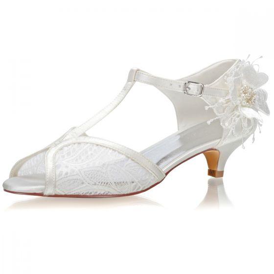 Eleganta Elfenben Pärla Spets Blomma Satin Brudskor 2021 3 cm Låg Klack Stilettklackar Peep Toe Bröllop Högklackade