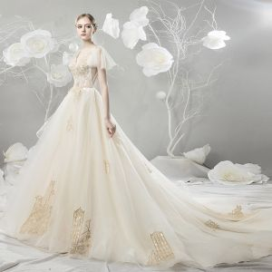 Modern / Fashion Champagne Wedding Dresses 2018 Ball Gown Lace Appliques Embroidered V-Neck Backless Short Sleeve Chapel Train Wedding