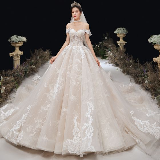 Charmant Champagner Brautkleider / Hochzeitskleider 2020 A Linie Off Shoulder Spitze Blumen Ärmellos Rückenfreies Kathedrale Schleppe
