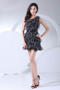 Mode Organza Satin A Volants En Pente Robe De Graduation De La Longueur De La Cuisse