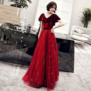 Chic / Beautiful Burgundy Suede Evening Dresses  2019 A-Line / Princess V-Neck Short Sleeve Sash Glitter Tulle Floor-Length / Long Ruffle Backless Formal Dresses