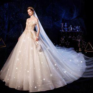 Luxus / Herrlich Champagner Brautkleider / Hochzeitskleider 2020 Ballkleid Off Shoulder Kurze Ärmel Rückenfreies Glanz Tülle Perlenstickerei Kathedrale Schleppe Rüschen
