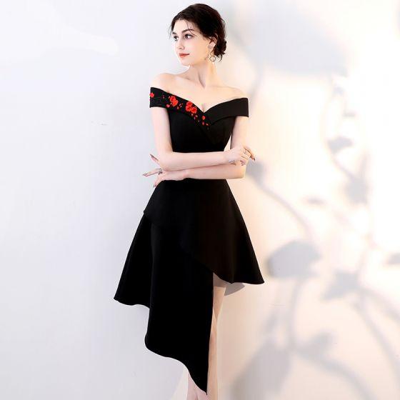Modest / Simple Black Party Dresses 2018 A-Line / Princess Embroidered Off-The-Shoulder Sleeveless Short Formal Dresses