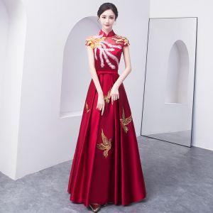 Chinesischer Stil Burgunderrot Abendkleider 2018 A Linie Schleife Stickerei Stehkragen Rückenfreies Ärmel Lange Festliche Kleider