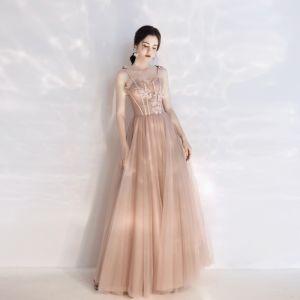 Stilig Champagne Balklänningar 2020 Prinsessa Spaghettiband Beading Pärla Spets Blomma Ärmlös Halterneck Långa Formella Klänningar