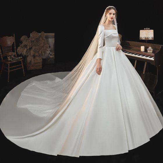 Viktoriansk Stil Elfenben Satin Bröllopsklänningar 2021 Balklänning Fyrkantig Ringning Långärmad Royal Train Bröllop