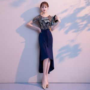 High Low Navy Blue Evening Dresses  2018 Trumpet / Mermaid Asymmetrical Lace Flower Bow Scoop Neck Short Sleeve Formal Dresses
