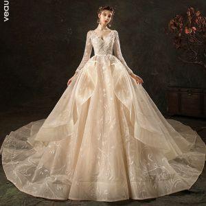 High End Mode Champagner Brautkleider / Hochzeitskleider 2020 Ballkleid V-Ausschnitt Spitze Blumen Lange Ärmel Rückenfreies Fallende Rüsche Königliche Schleppe
