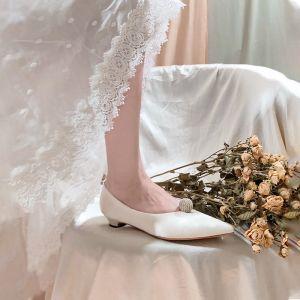 Elegant Ivory Satin Brudesko 2020 Læder Rhinestone 3 cm Low Heel Spidse Tå Bryllup Pumps