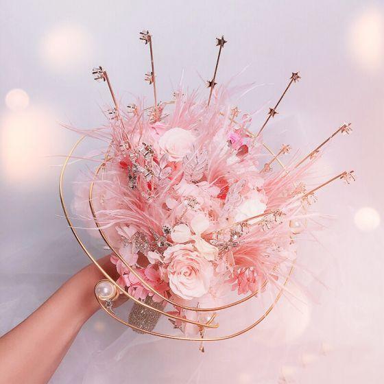 Blomma Fe Eleganta Rodnande Rosa Brudbukett 2020 Metall Appliqués Beading Kristall Fjäder Blomma Rhinestone Brud Bröllop Tillbehör