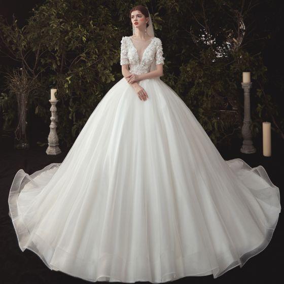 Elegante Ivory / Creme Brautkleider / Hochzeitskleider 2020 Ballkleid Tiefer V-Ausschnitt Perle Spitze Blumen Applikationen Kurze Ärmel Rückenfreies Kathedrale Schleppe