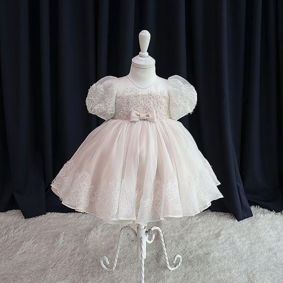 Élégant Rougissant Rose Organza Anniversaire Robe Ceremonie Fille 2020 Princesse Encolure Dégagée Gonflée Manches Courtes Appliques En Dentelle Perlage Noeud Courte Volants Robe Pour Mariage