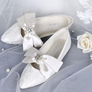 Elegante Ivory / Creme Brautschuhe 2019 Leder Schleife Spitze Blumen Strass Spitzschuh Flache Hochzeit High Heels