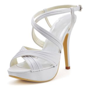 Chaussures De Mariage De Satin Blanc Face A La Tete Haute Avec Des Chaussures A Bout Ouvert Se Replient
