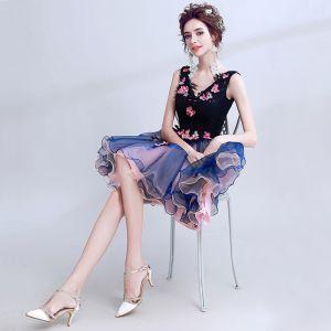 Piękne Granatowe Sukienki Na Studniówke 2018 Lato Princessa Koronkowe V-Szyja Aplikacje Bez Pleców Frezowanie Homecoming Sukienki Wizytowe